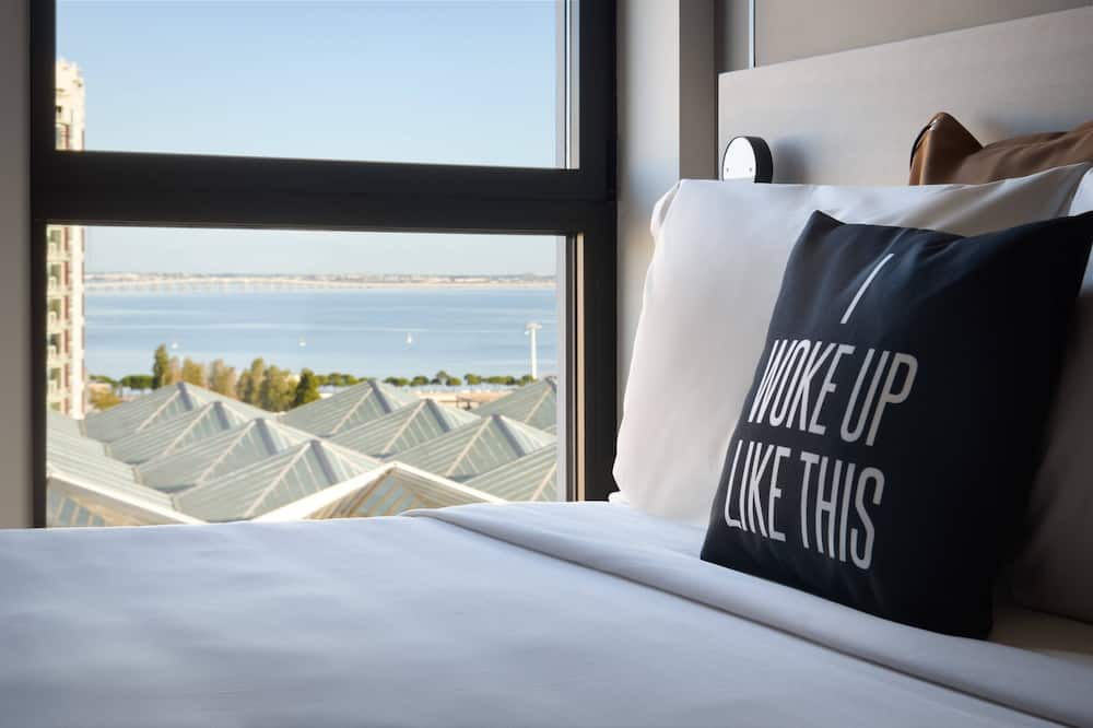 Room, 2 Twin Beds, Non Smoking, River View - Guest Room View