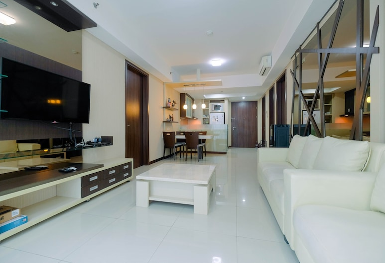Modern 2BR Apartment with Pool View at Kemang Village, 雅加達, 客房, 客廳