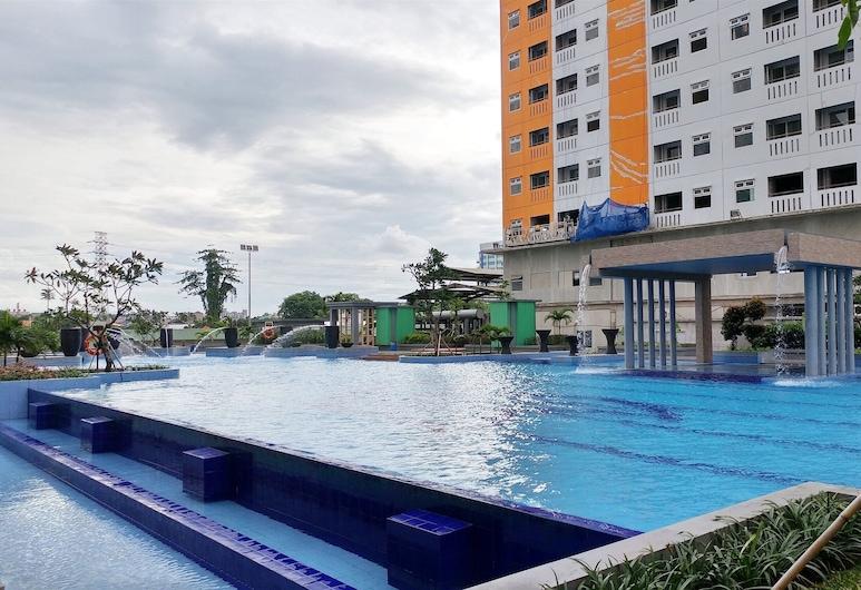 Cozy and Functional 1BR Green Pramuka Apartment, 雅加達, 室外泳池