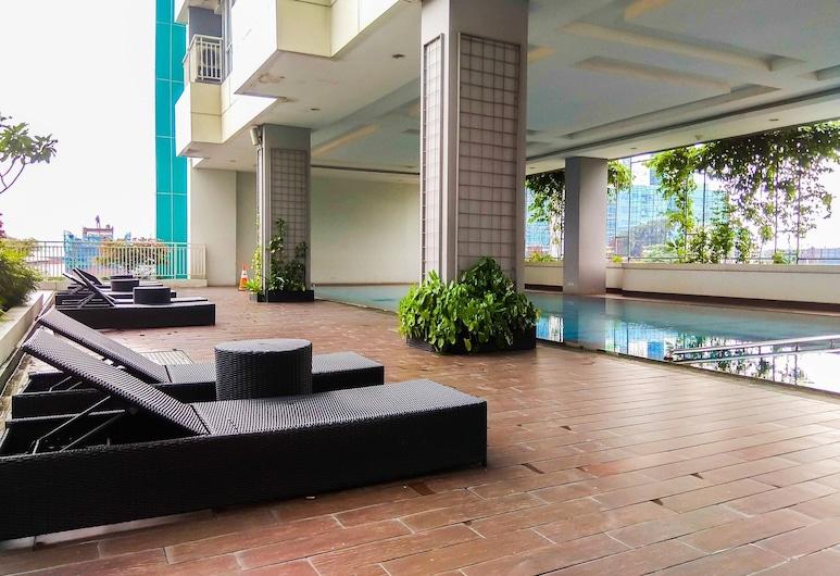 Fully Furnished Studio Apartment at H Residence, 雅加達, 室外泳池