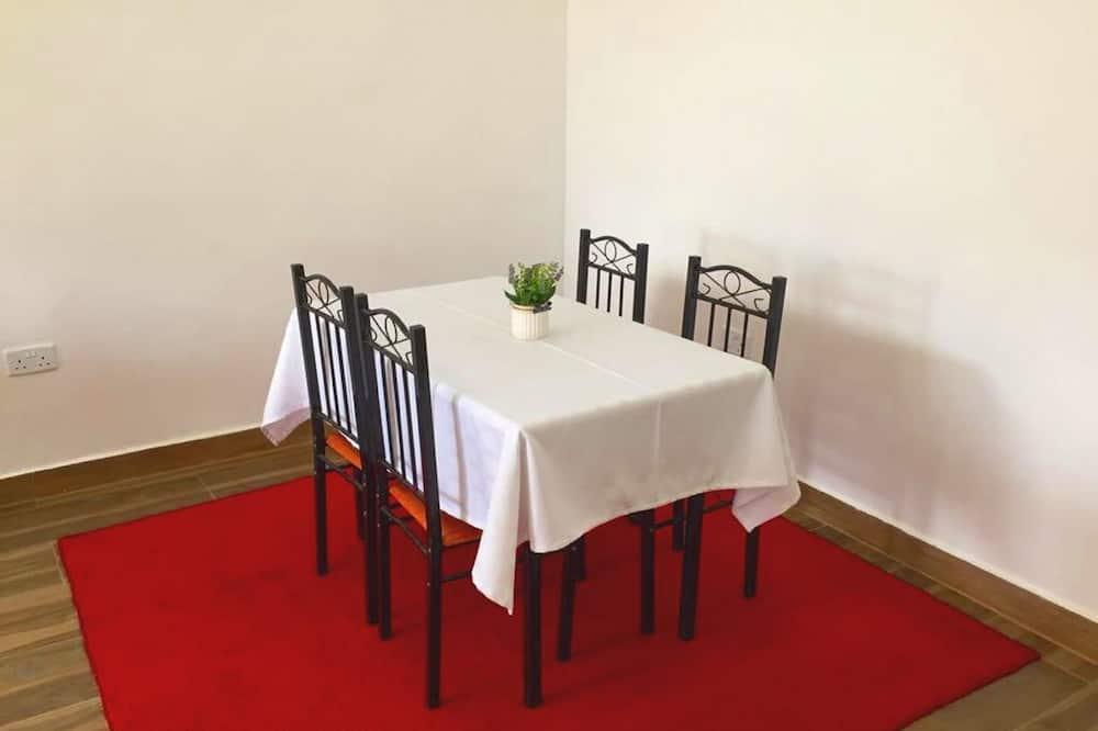 דירת סופריור, 2 חדרי שינה - אזור אוכל בחדר
