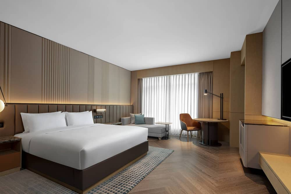 Grand Room, 1 King Bed, Non Smoking, City View (Grand Deluxe) - City View