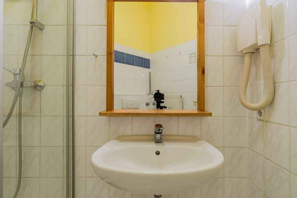 Studio - Bathroom Sink