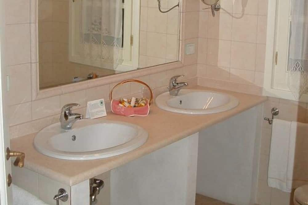 Junior Suite - Bathroom Sink
