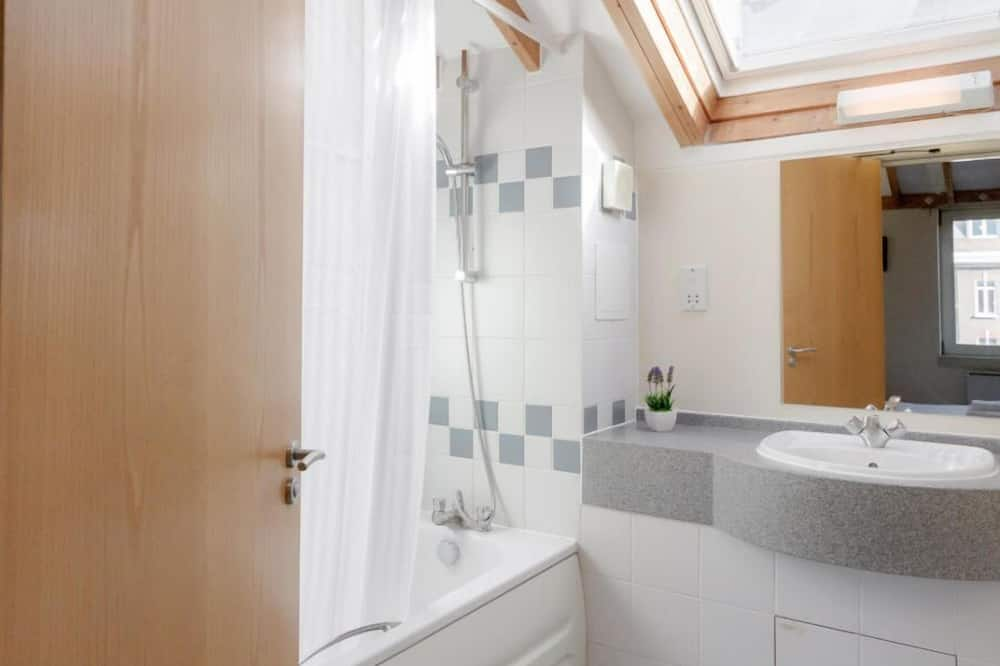 Appartement, 2 eenpersoonsbedden - Badkamer