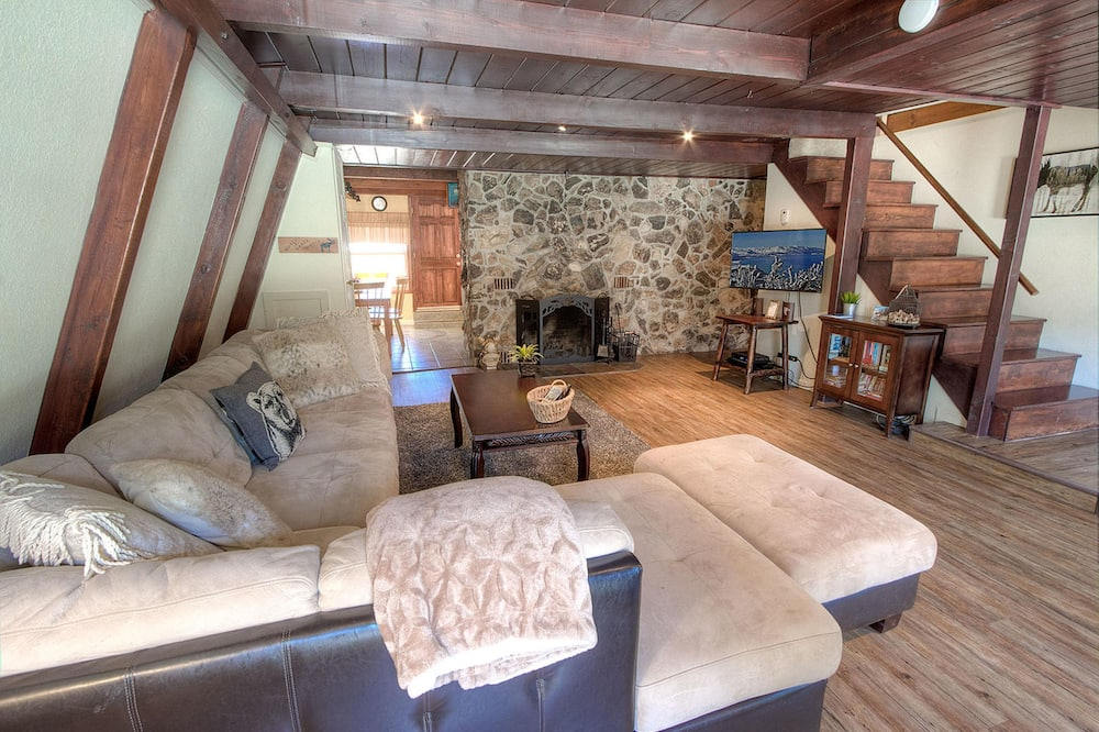 منزل - ٤ غرف نوم - غرفة معيشة