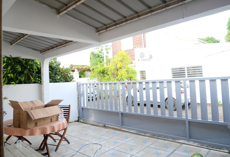 House With 2 Bedrooms in Saint-denis, With Wonderful City View, Enclosed Garden and Wifi - 28 km From the Beach, Saint-Denis