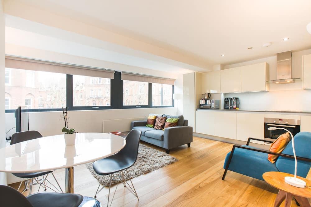 Apartment, 2 Queen Beds - Living Area