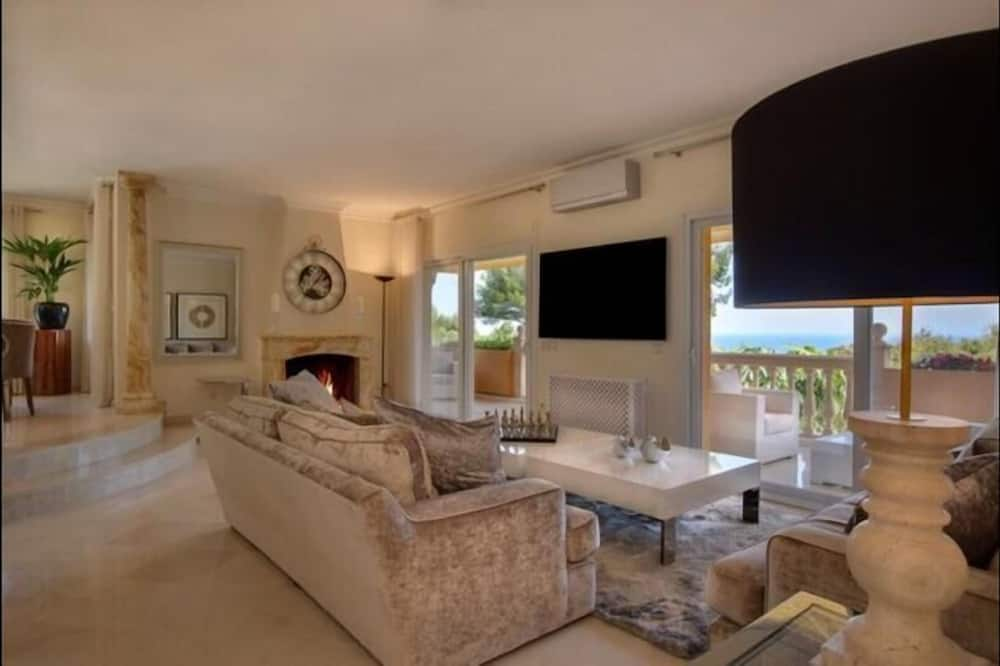 Luxury Villa - Living Area