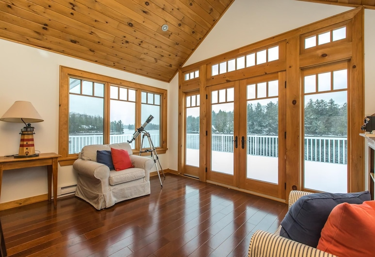 Sandy Shores on Lake Joseph Luxury Cottage & Boathouse, Muskoka Lakes, Wohnzimmer