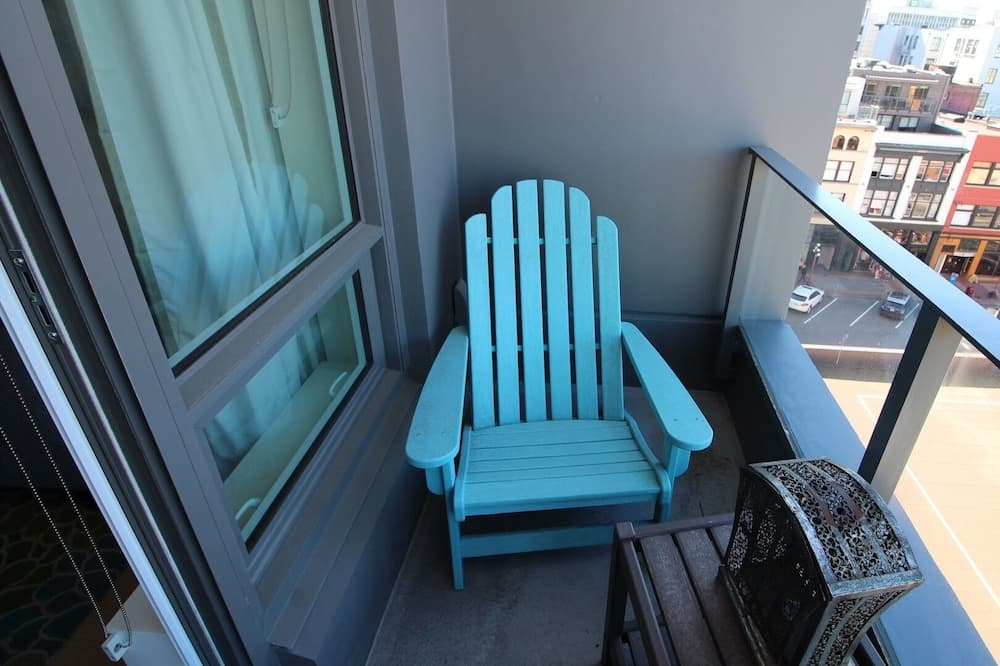 Condo, 1 Queen Bed, Kitchen - Balcony