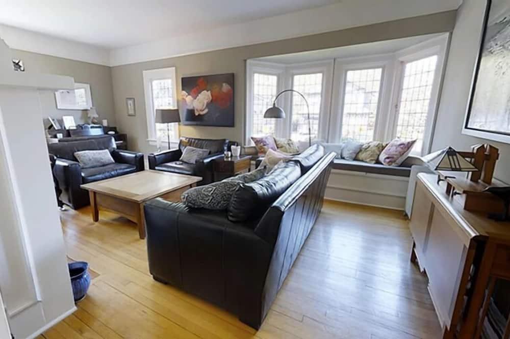 Domek, 4 ložnice, 2 koupelny - Obývací prostor