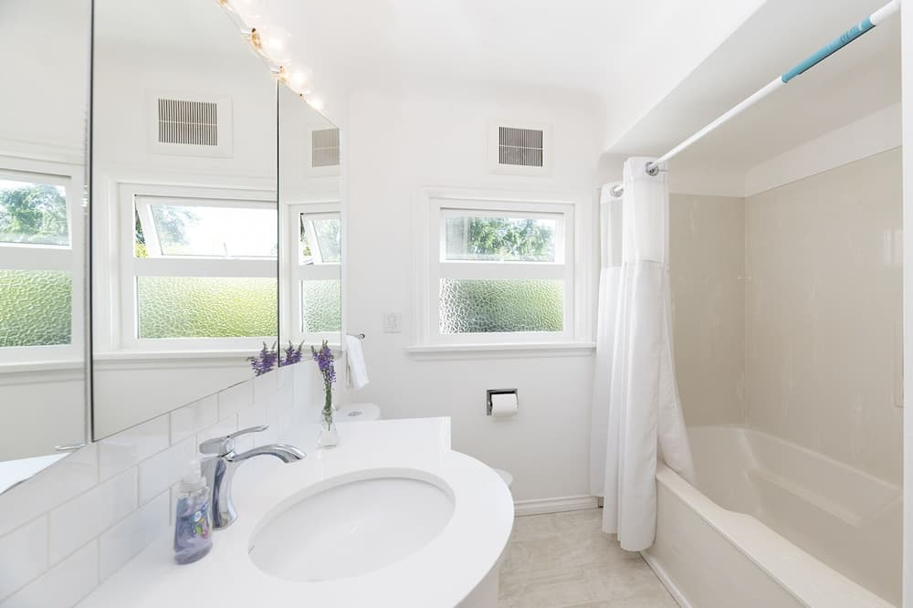 Domek, 4 ložnice, kuchyně - Koupelna