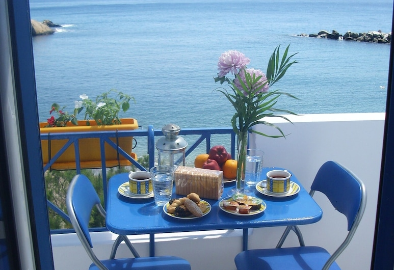 Alkistis Luxurious Apartment By The Beach in Ikaria Island -therma 2nd Floor, איקאריה