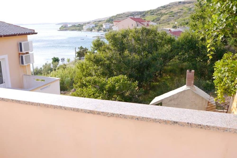 Cosy one Bedroom Apartment With sea View