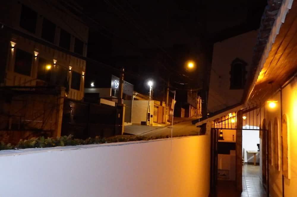 Ekskluzīvs numurs, vairākas gultas, privāta vannasistaba, skats uz pilsētu - Dzīvojamā zona