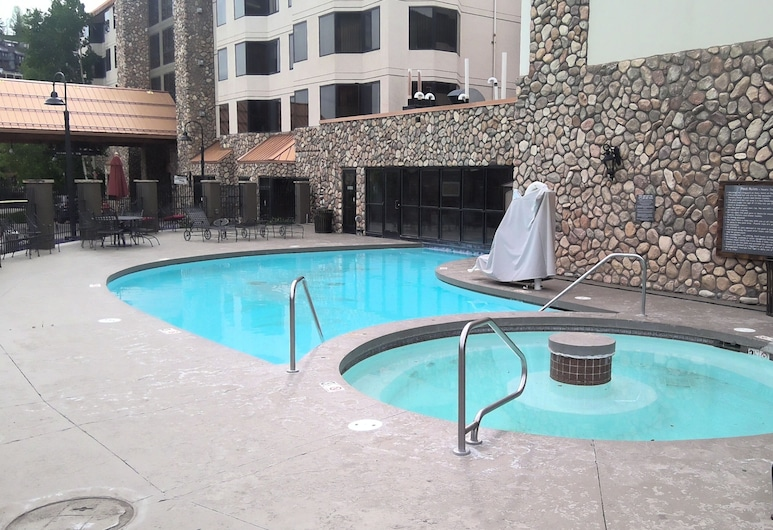 Summer/winter Hiking, Biking and Skiing fun With Heated Pool, hot tub and Gym!, Crested Butte