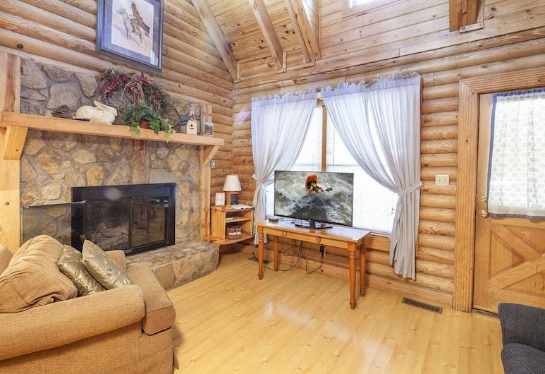 Ganmas Getaway by Heritage Cabin Rentals, Pigeon Forge, Cabin, 4 Bedrooms, Living Room