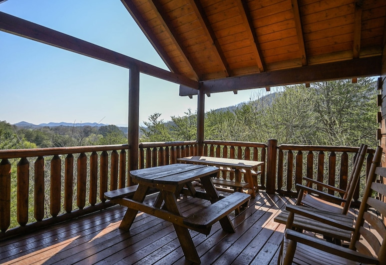 Hillside Retreat by Heritage Cabin Rentals, Pigeon Forge, Cabin, 3 Bedrooms, Balcony