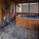 Cabin, 3 Bedrooms - Private spa tub
