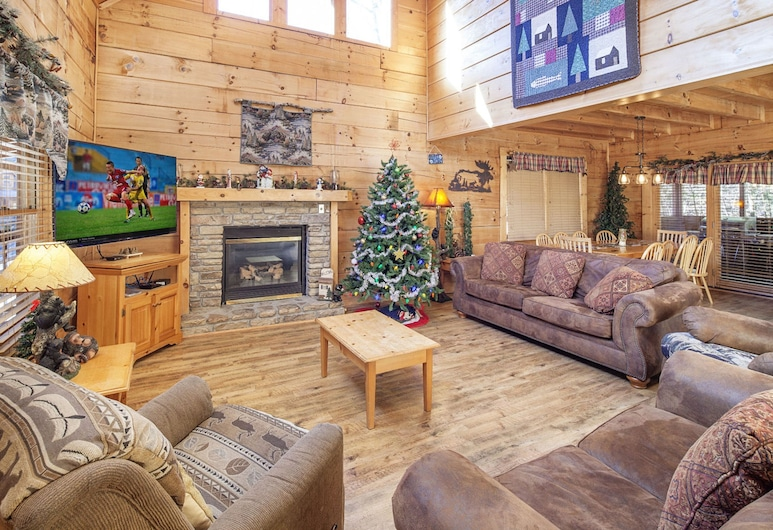 Soaring Eagles by Eagles Ridge Resort, Pigeon Forge, Cabin, 4 Bedrooms, Living Room