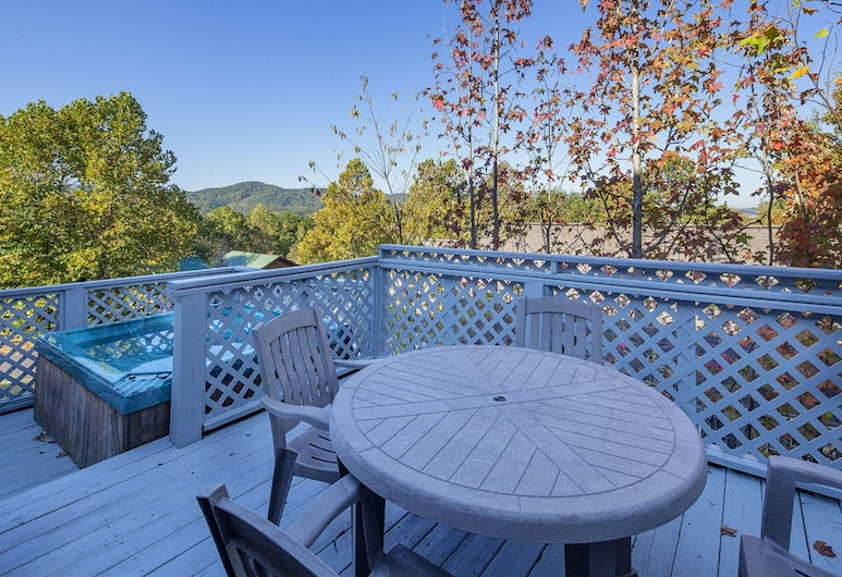 Our Tennessee Mountain Home by Heritage Cabin Rentals, Pigeon Forge, Hus, 2 soverom, Balkong