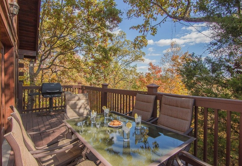 Smoky Mountain Escape by Heritage Cabin Rentals, Pigeon Forge, Cabin, 3 Bedrooms, Balcony