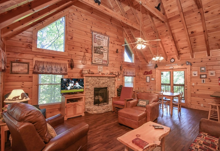 Pirates Cove by Heritage Cabin Rentals, Pigeon Forge, Cabin, 5 Bedrooms, Living Room