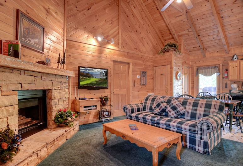 Palmetto Place by Eagles Ridge Resort, Pigeon Forge, Cabin, 2 Bedrooms, Living Room