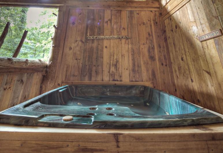 Rachels Tree House by Eagles Ridge Resort, Pigeon Forge, Cabin, 1 Bedroom, Spa