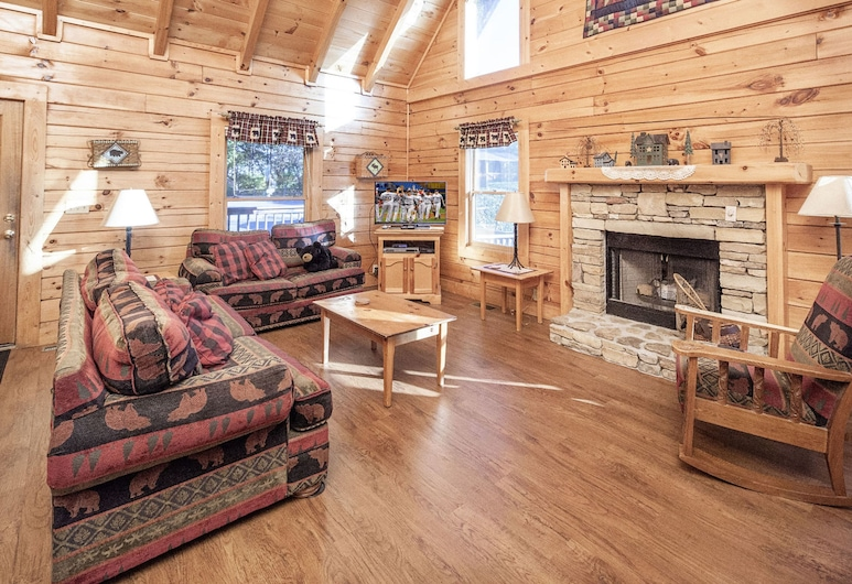 On Eagles Wings by Heritage Cabin Rentals, Pigeon Forge, Cabin, 6 Bedrooms, Living Room