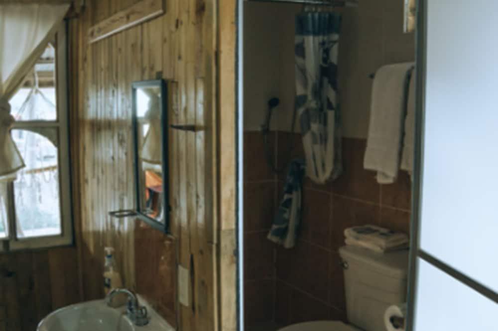Classic Quadruple Room - Bathroom