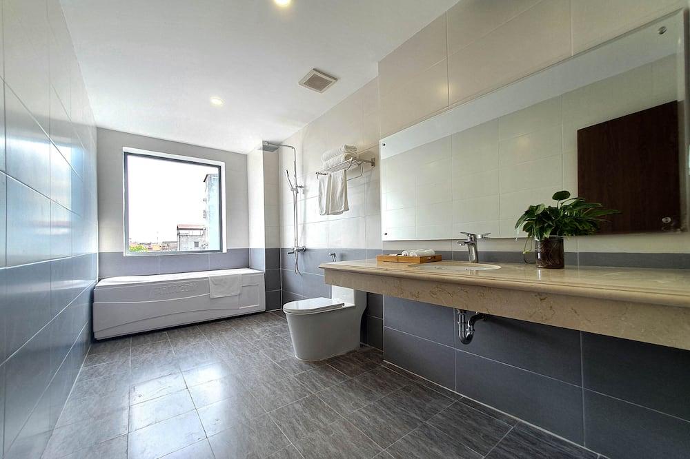 Chambre Luxe, 1 chambre, baignoire, vue ville (Family) - Salle de bain