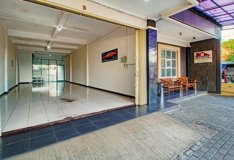 Griya Stadion, Semarangas, Įėjimas į viešbutį
