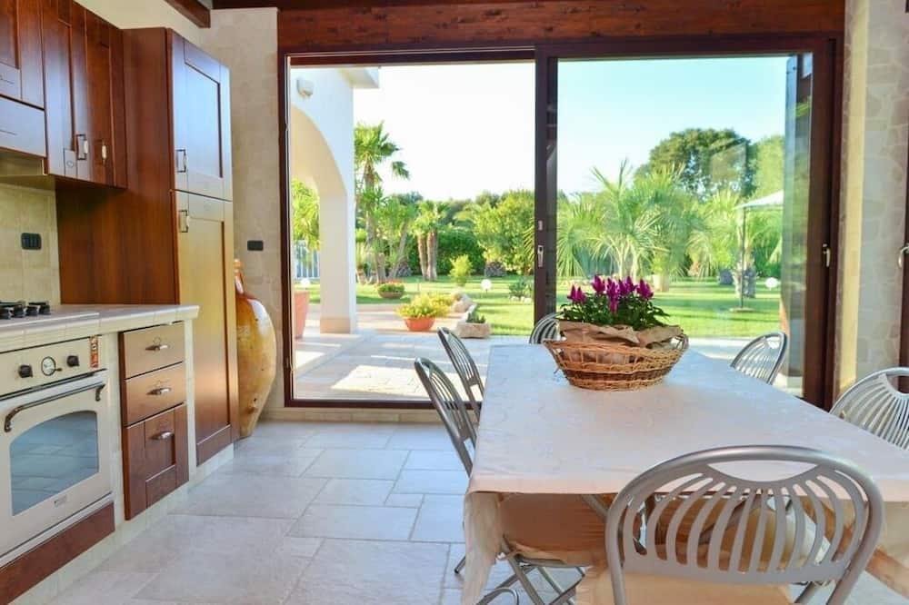 Villa, 3 Bedrooms, Non Smoking - In-Room Dining