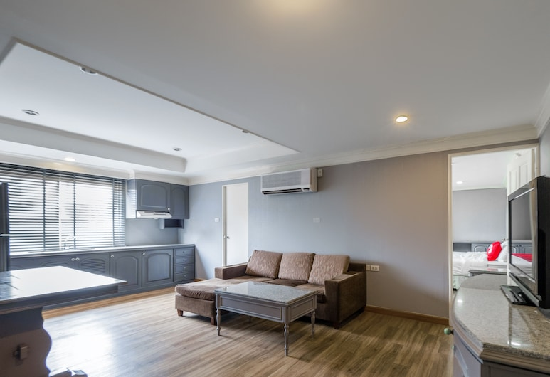 OYO 1042 Boon's Residence Sathorn, Bangkok, Suite, 1 Bedroom, Guest Room