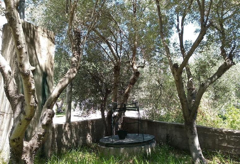 Velikis Apartments, Sitonia, Teren przynależny do obiektu