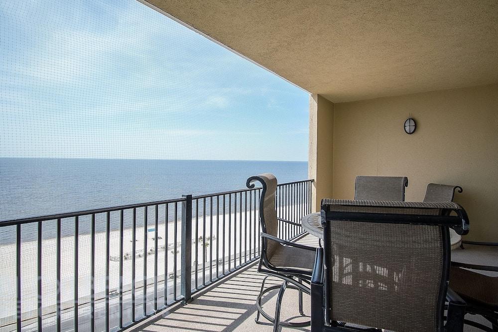 Appartement, Meerdere bedden, privézwembad, Uitzicht op het strand - Balkon