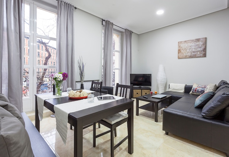 Boutique Apartments in the Heart of Madrid, Madrid, Design-Apartment, 2Schlafzimmer (Beautiful Apt. Historic District -Sol), Wohnzimmer