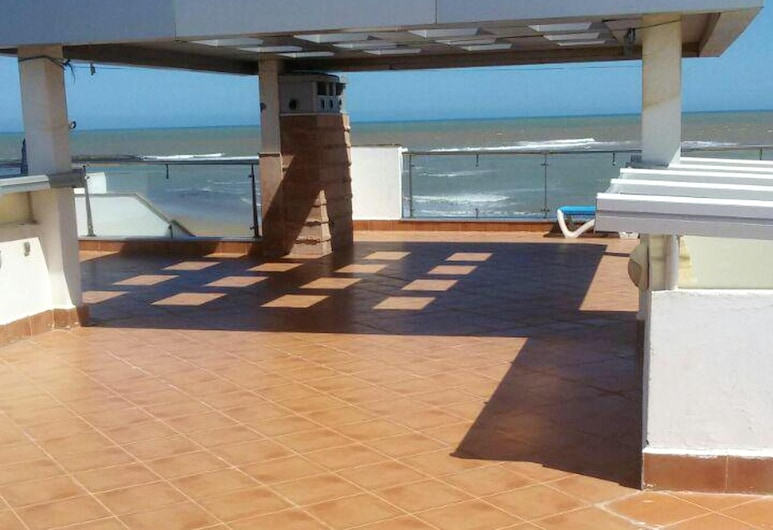 Villa With 12 Bedrooms in Bouznika, With Wonderful sea View, Private Pool, Enclosed Garden, Bouznika, Terrasse/Patio