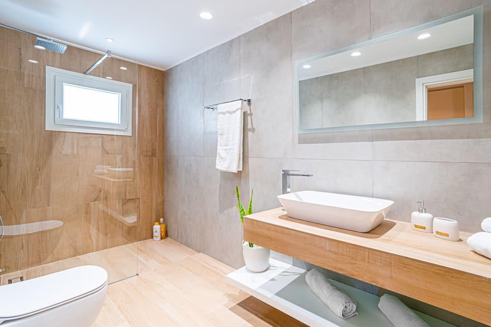 Deluxe House, 3 Bedrooms, Sea View - Bathroom