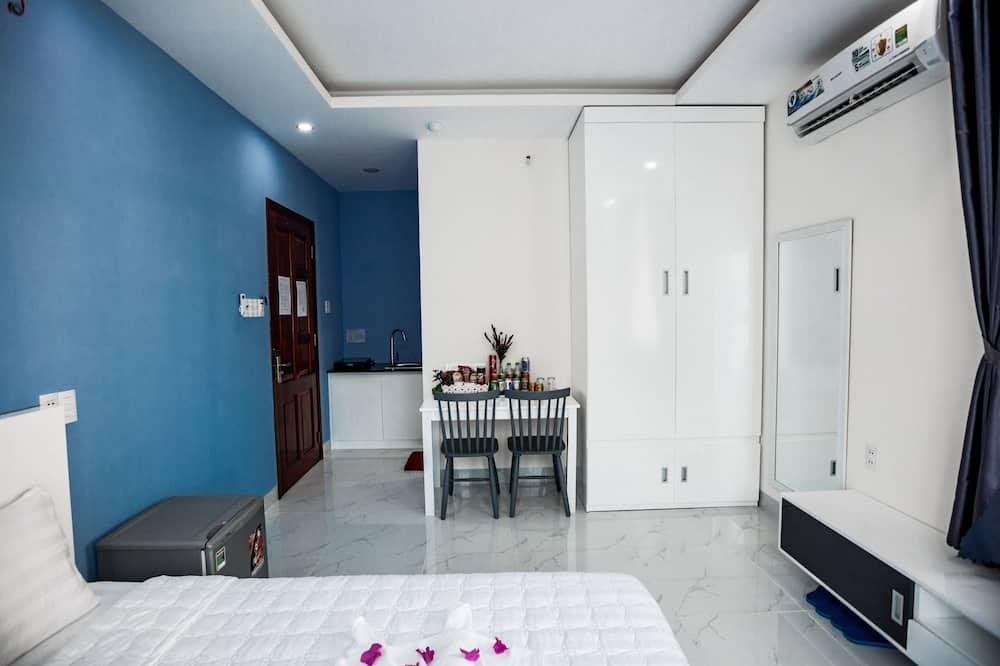 Grand Studio Suite - Living Area