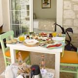 חדר דה-לוקס זוגי - אזור אוכל בחדר