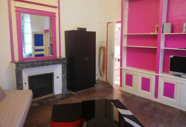 Apartment With one Bedroom in Sens, With Enclosed Garden and Wifi, Sens