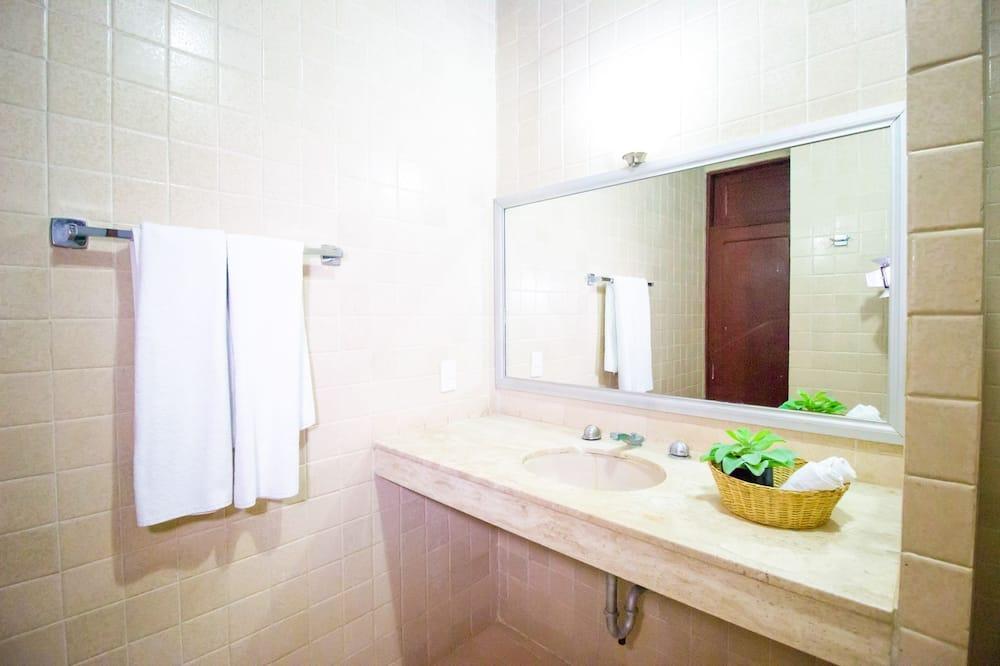 Comfort Oda, Veranda, Bahçe Manzaralı - Banyo Lavabosu