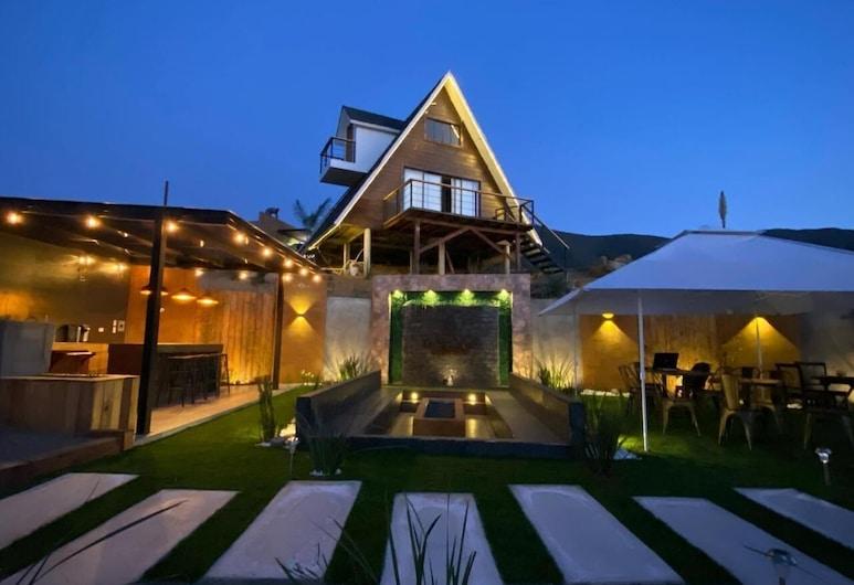 Temexkal Resort, Valle de Guadalupe, Fachada del hotel de noche