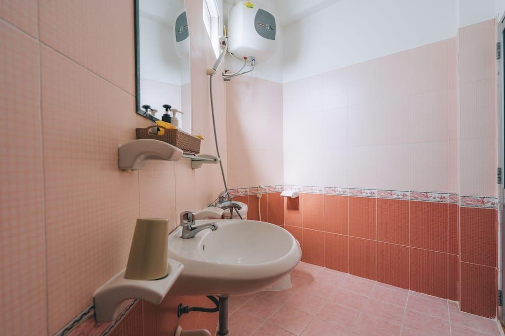 Standard Room - Pancuran Bilik Mandi