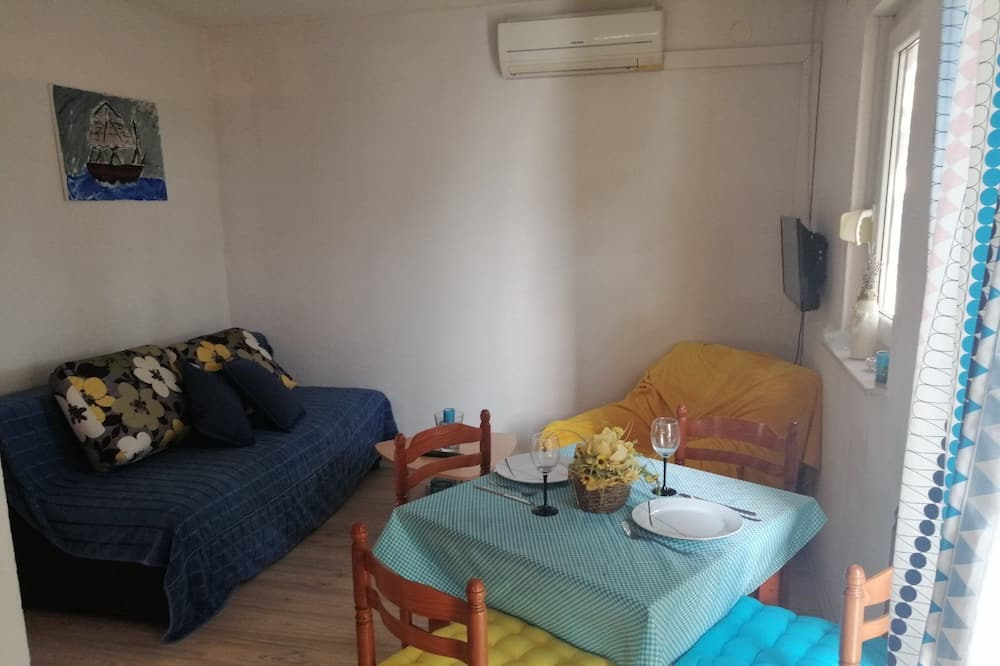 Apartment (A1) - Bilik Rehat
