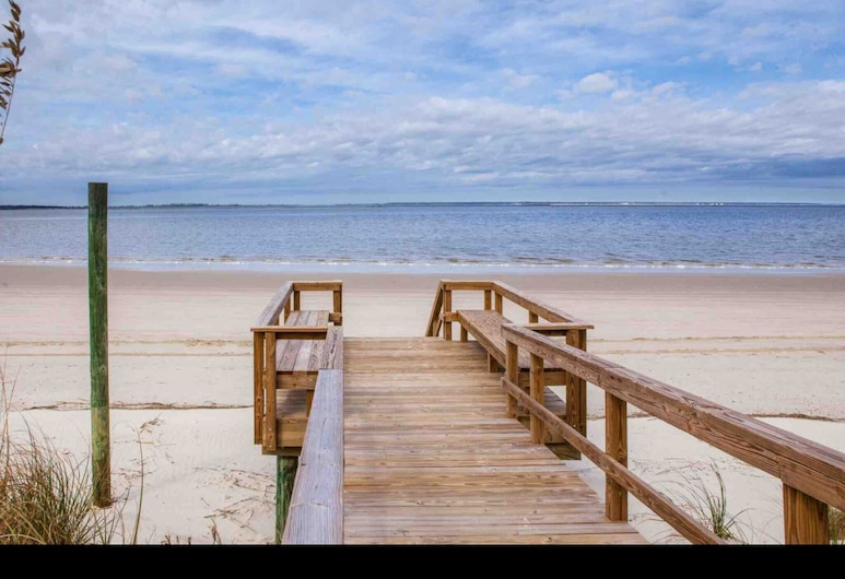 Oceanfront Condo With Beautiful Sunsets - Dolphins, Pools, and Family fun, Tybee Island, Beach