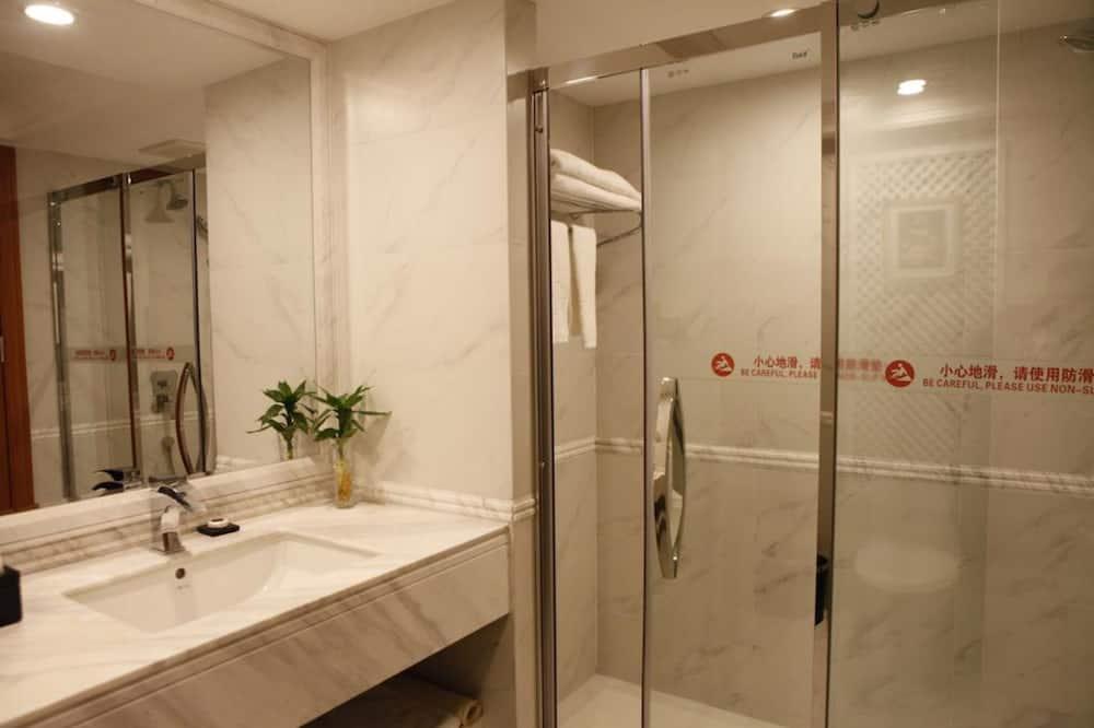 标准大床或双床房 - 浴室